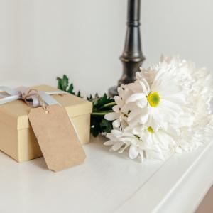 box-and-daisies